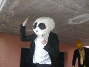 Fotografia di un trampoliere mascherato da panda